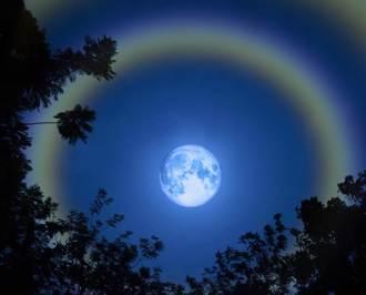 天空驚現七彩霓裳 夢幻「月華」奇景美到屏息