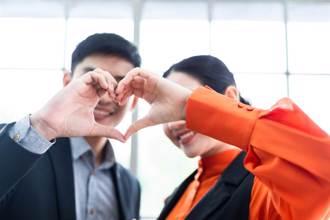 辦公室戀情會見光死?5題測出「窩邊草戀愛」壓力指數