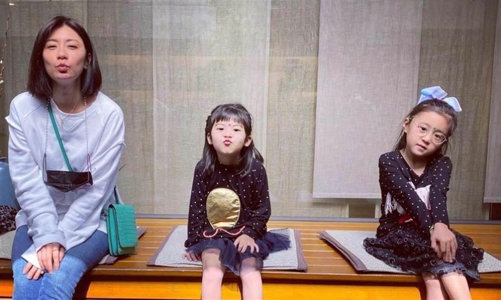 女星賈靜雯自責女兒弱視到5歲才發現,但醫師指出,單眼弱視的孩子外觀、行為與一般孩童沒有任何不同,很難發現異狀。(圖/取自賈靜雯臉書 康健雜誌提供)