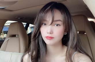 越南人氣女神霸氣外露開車 掛脖旗袍曝光半身曲線