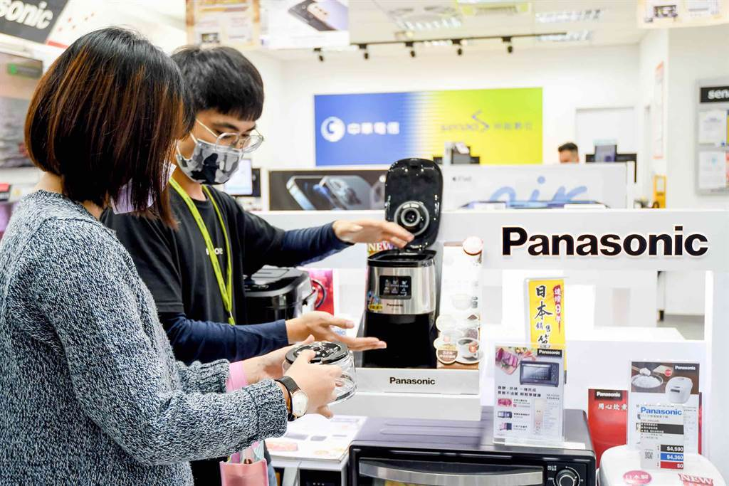 神腦門市的Panasonic品牌櫃有多款商品,也有專業門市人員為您服務,歡迎民眾至門市體驗選購。(神腦國際提供/黃慧雯台北傳真)