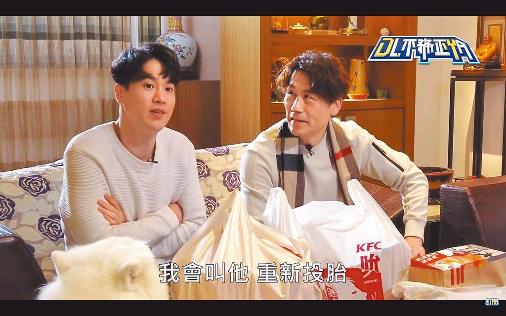 羅時豐(右)在姪子幫忙下,跨界網紅將滿1周年。(摘自YouTube)
