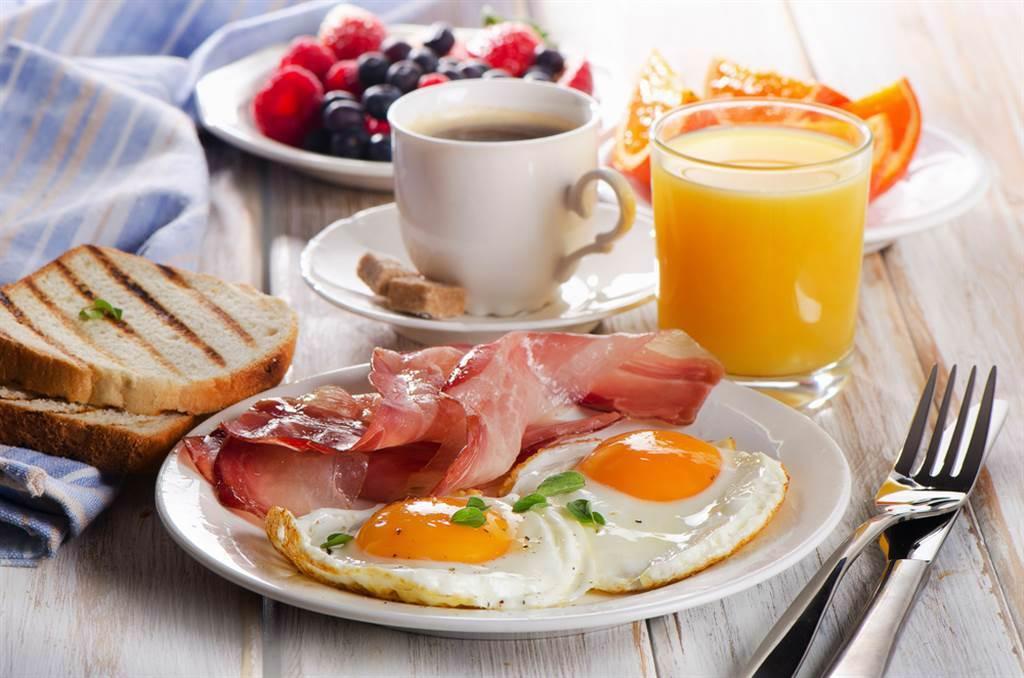 一般認為開早餐店超好賺,不過有內行人透露,其實收掉的一堆,關鍵在於地點。(示意圖/達志影像)