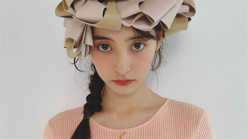 新木優子近日在IG上曬出雜誌側拍,吸引粉絲的目光。(圖/IG@ yuuuuukko_)