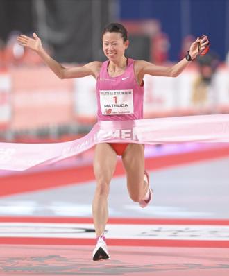 【話題】跑步不只靠下半身!上半身抵禦強風奪冠,「腹筋女王」松田瑞生 每日鍛鍊 1000 下!