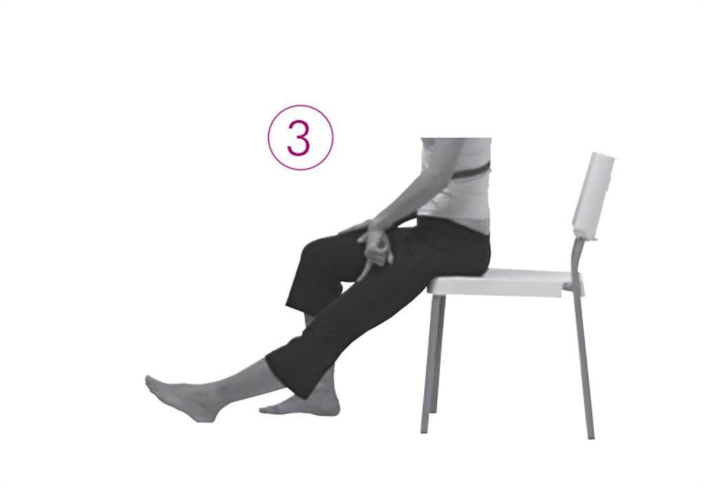 【測試1】:肌肉力量與關節柔軟度-測關節柔軟度。(圖/新自然主義提供)