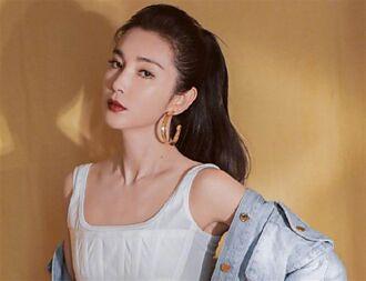 48歲李冰冰緊身黑裙辣曬A4腰 ㄦ字火辣曲線女神氣場爆棚