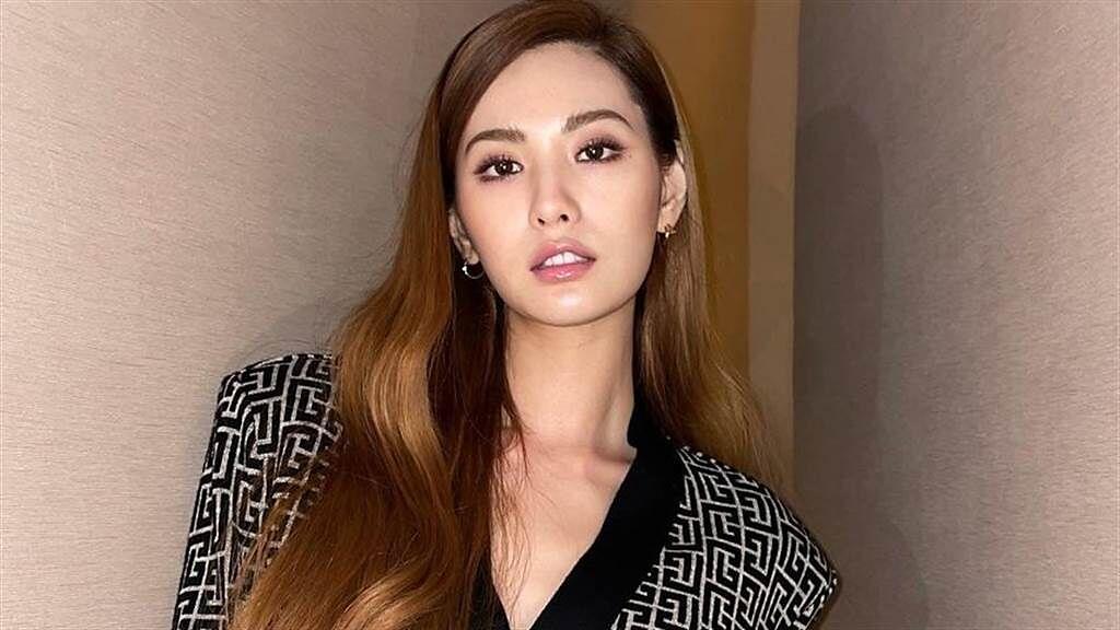 NANA日前在IG上曬出火辣的穿搭吸引目光。(圖/IG@jin_a_nana)