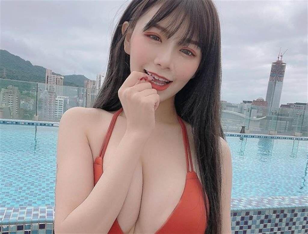 青青擁有E罩杯好身材。(圖/翻攝自青青IG)