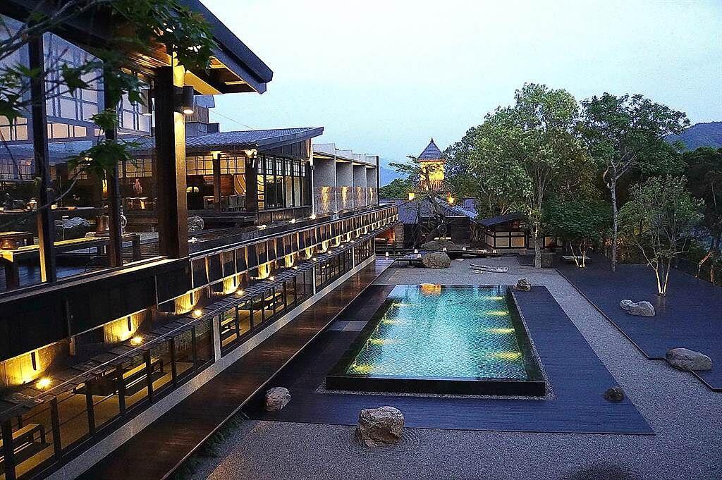 飛花落院〉的一樓為餐廳,二樓則是茶空間,日出日落有不同景致。(圖/姚舜)