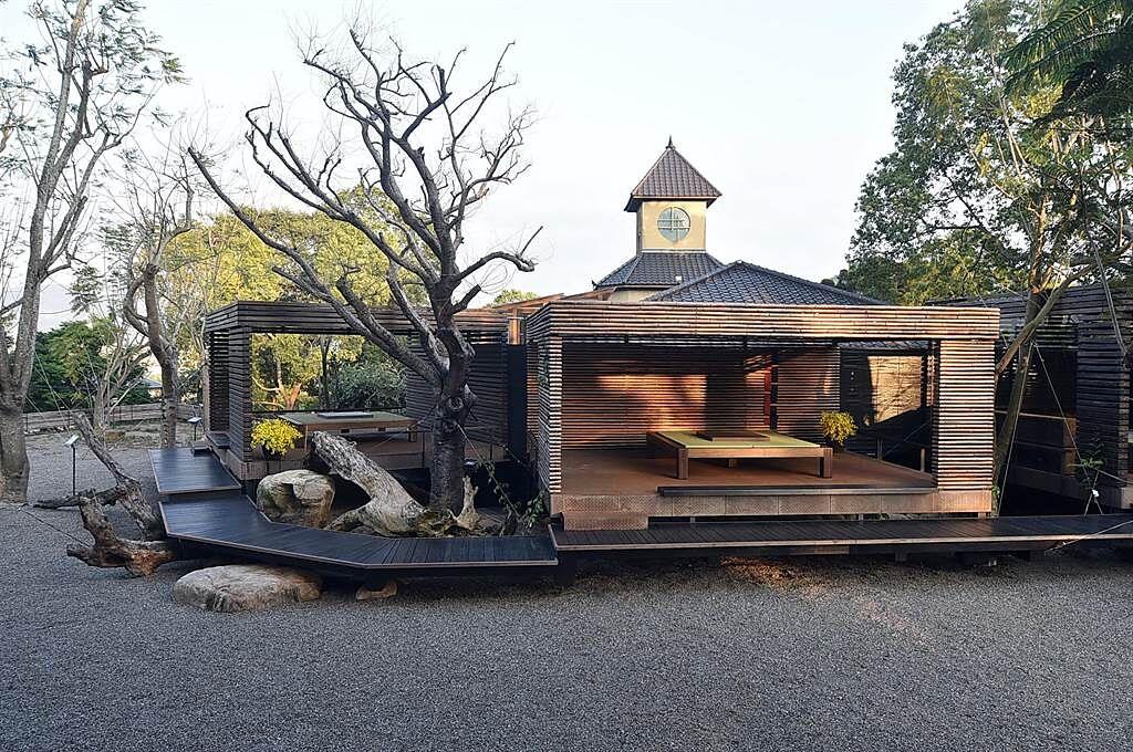 〈飛花落院〉的庭園區規畫有多間茶亭,亭內可擺設茶席品茶、休憩。(圖/姚舜)