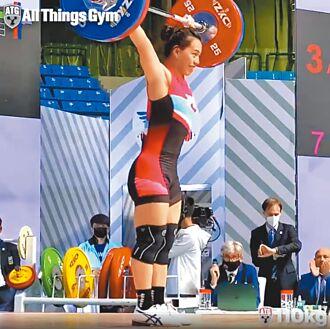 舉重女神亞錦賽發威摘金 東奧門票順利到手!郭婞淳抓舉、總和 雙破世界紀錄