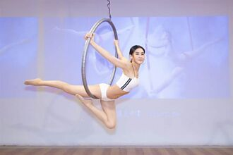 Miya靠瑜珈翻轉人生 減去10公斤20吋蜜蜂腰超性感