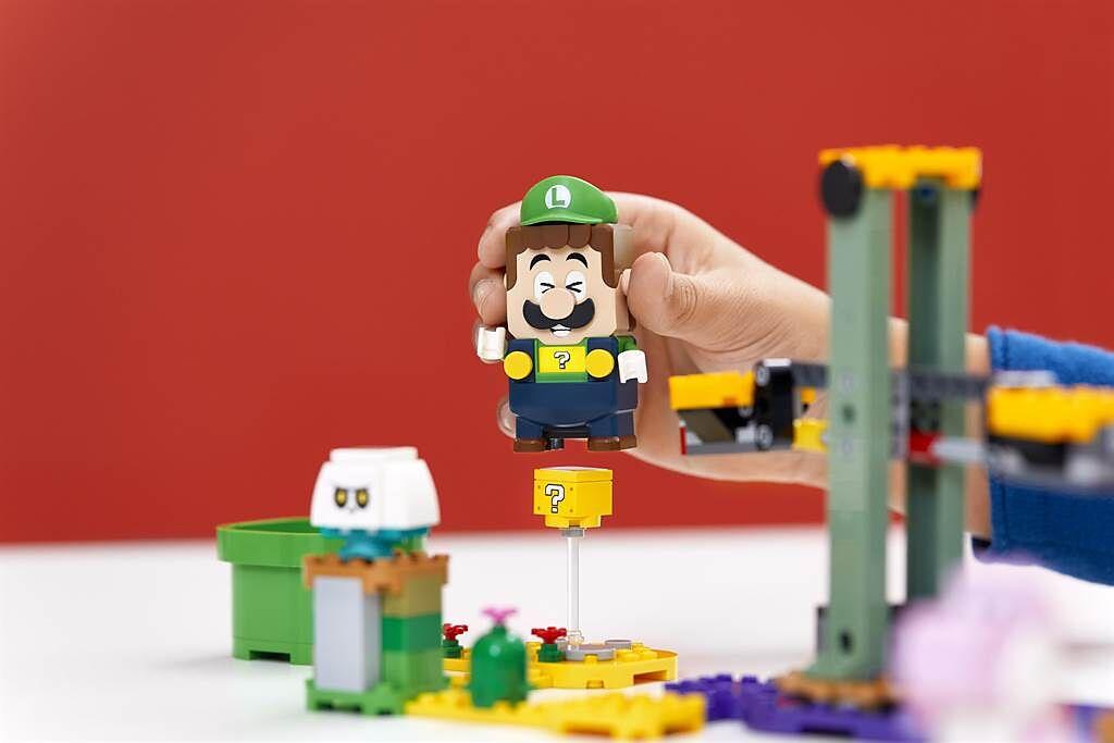 樂高超級瑪利歐系列新品登場,全新路易吉人偶將以代表性的綠色衣服與帽子現身,並具有具辨識性的獨特聲音。(樂高提供/黃慧雯台北傳真)