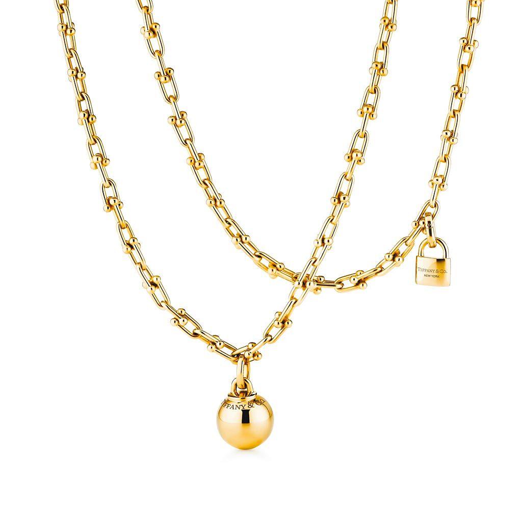 Tiffany HardWear 18K金垂墜球形與鎖扣雙圈項鍊,63萬元。(Tiffany & Co.提供)