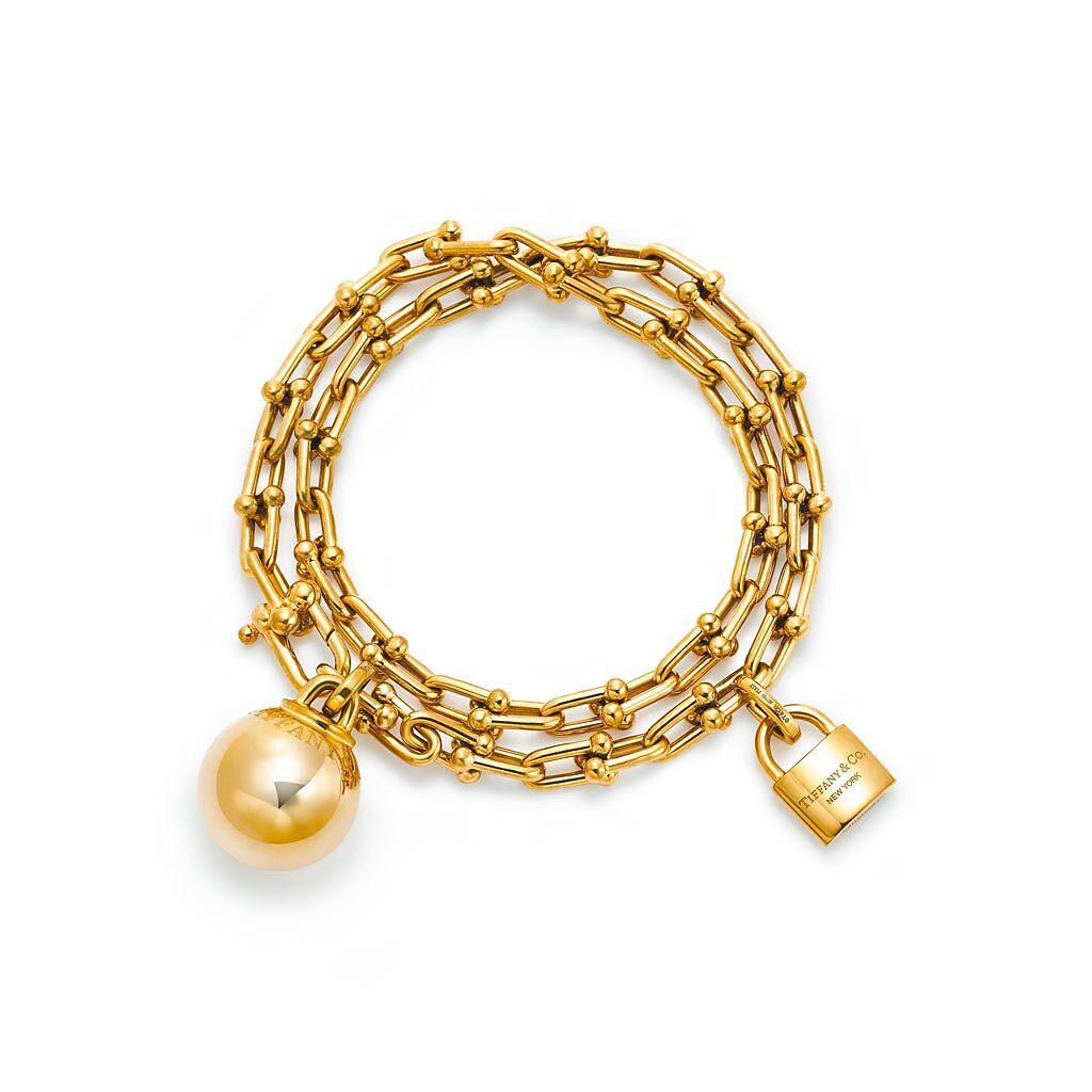 Tiffany HardWear 18K金垂墜球形與鎖扣雙圈手鍊,31萬4000元。(Tiffany & Co.提供)