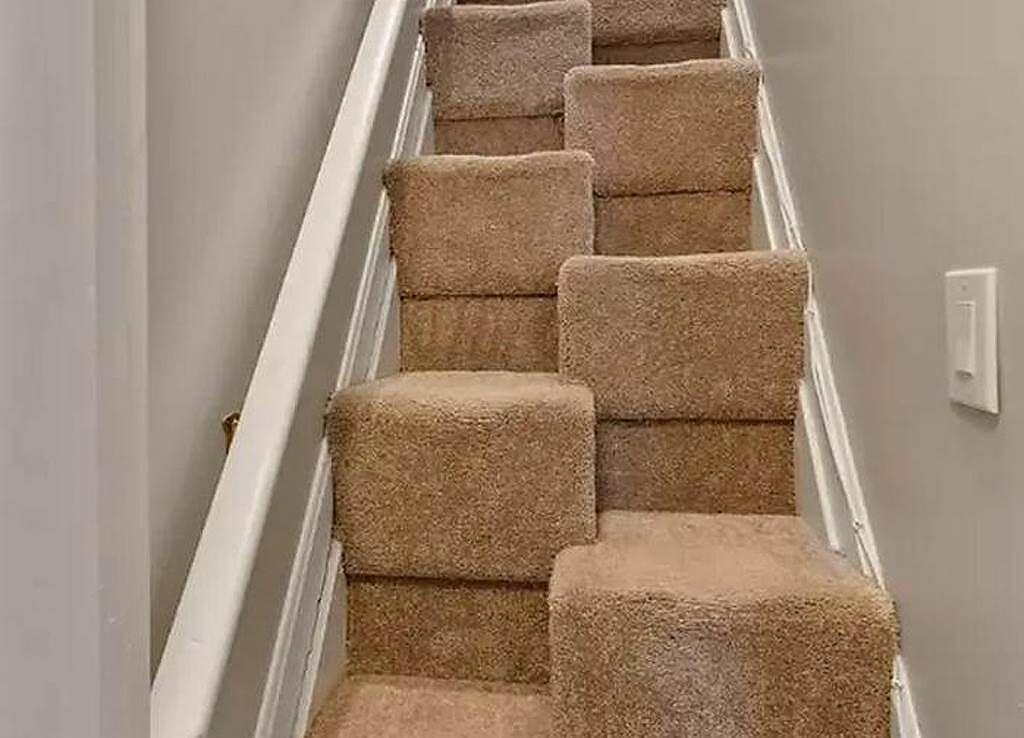 通往閣樓的樓梯採取「交錯踏面」設計,樓梯面左右互不對稱且相互交錯。(圖/翻攝自房仲網)