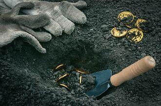 找不到祖父的寶藏不敢賣房 屋主雇人挖地驚見130萬