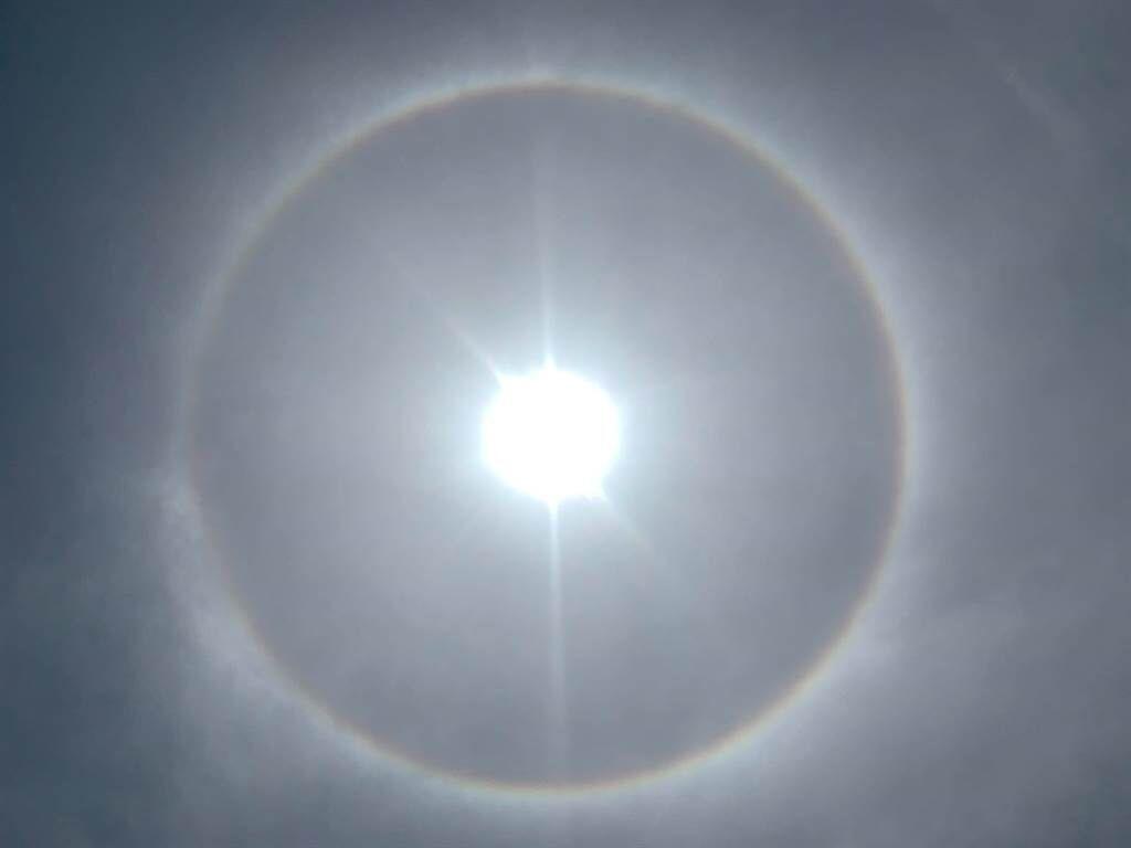 高空中俯瞰彩虹,應該都是全圓形的彩虹,但地面要親眼見到圓形彩虹,是非常罕見的。(照片/蔡先生 提供)
