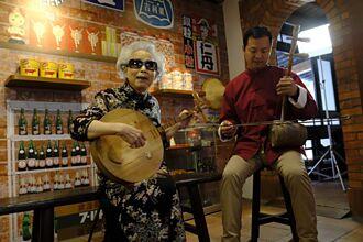 「唸歌活字典」貴氣華服亮相  紀錄片揭86歲國寶楊秀卿日常