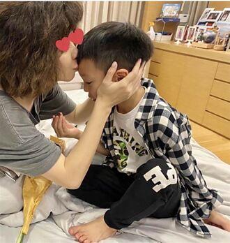 徐若瑄工作太累回家昏睡 收兒子手做禮物卡片秒噴淚