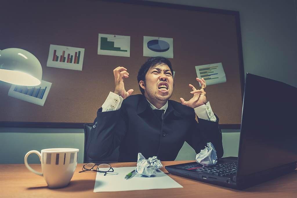 生肖屬猴、羊、兔和蛇的人在職場中遇到麻煩或不順心的事,往往會因為一時氣憤而直接辭職走人。(示意圖/達志影像)