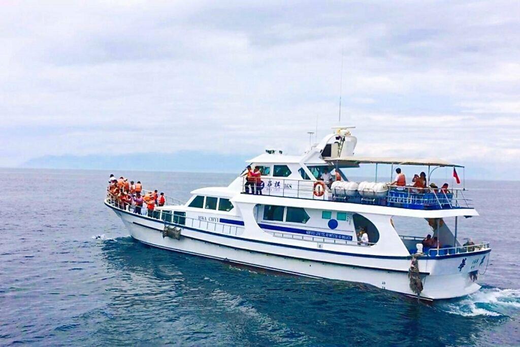 海上賞鯨豚。 圖:蘭陽烏石港海景酒店╱提供