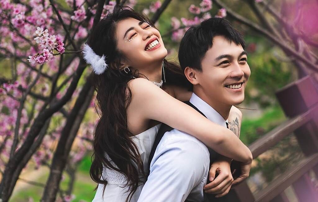 林吟蔚忽然PO婚紗照,讓許多粉絲以為她要結婚。(圖/FB@林吟蔚)