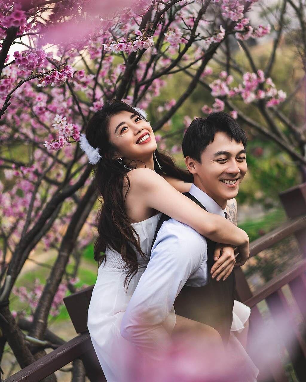 林吟蔚和閨蜜為了拍《Love u 10000》舞蹈版MV組成CP。(圖/FB@林吟蔚)