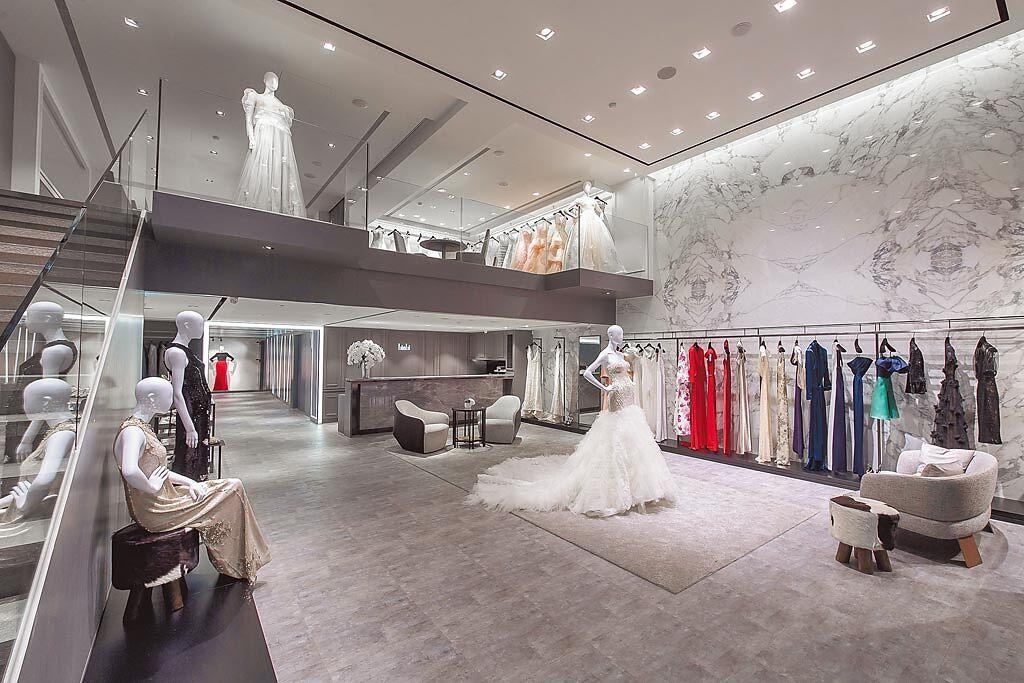 不少婚紗品牌也將人力配置調至最低,以符合室內5人以內的防疫規定,圖為Linli仁愛門市。(Linli提供)