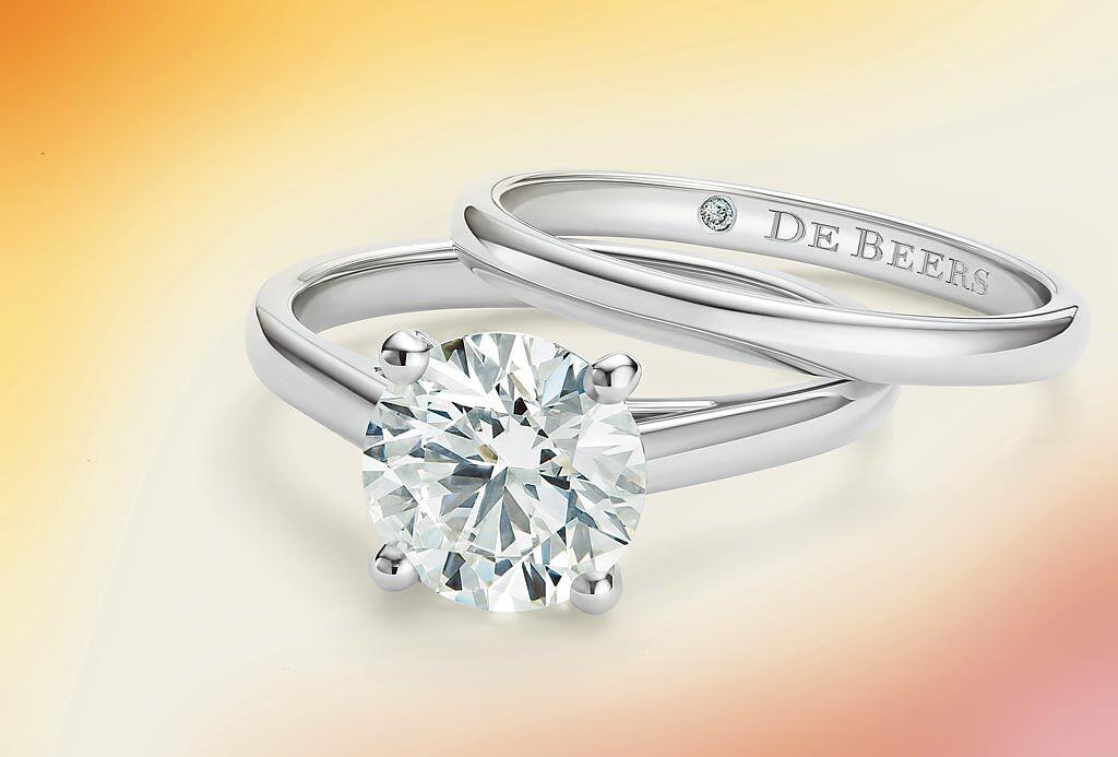 De Beers率先頂級珠寶業推出網購服務,可上網購買到高至25萬美金以內(約750萬台幣)的珠寶。(De Beers提供)