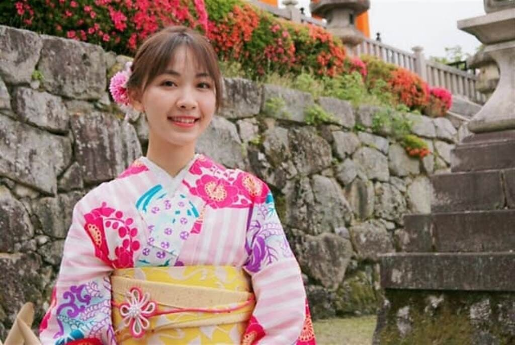 女星林玟誼一張和服照感謝日本送疫苗之恩。(取自林玟誼臉書)