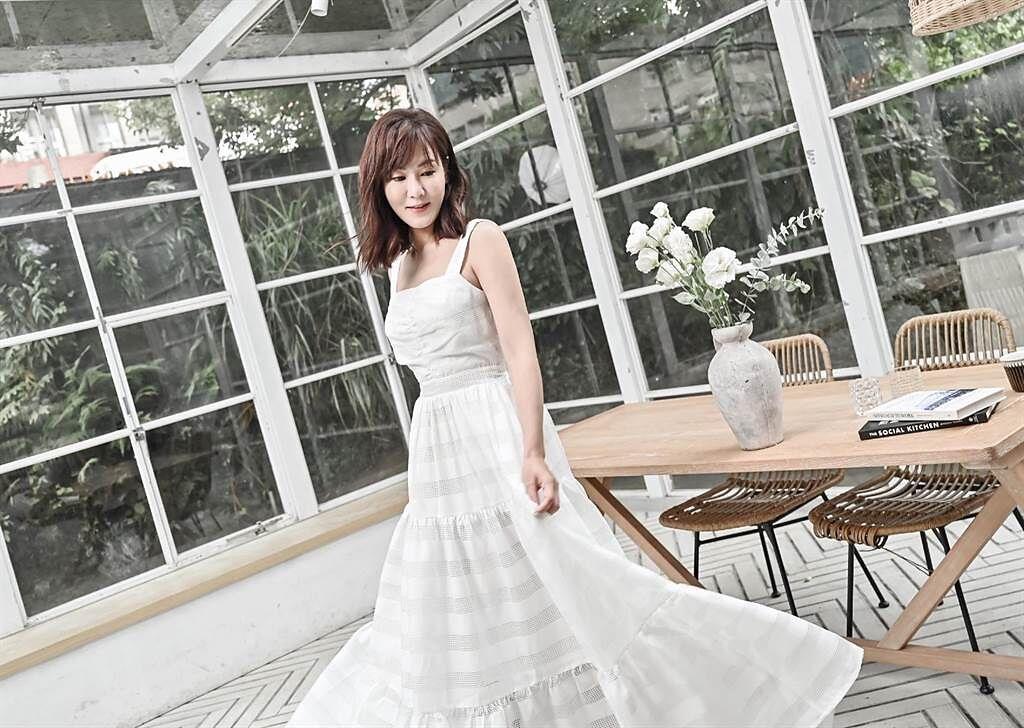 邱琦雯推出的長洋裝,要讓所有女生漂亮變身。(艾迪昇傳播提)