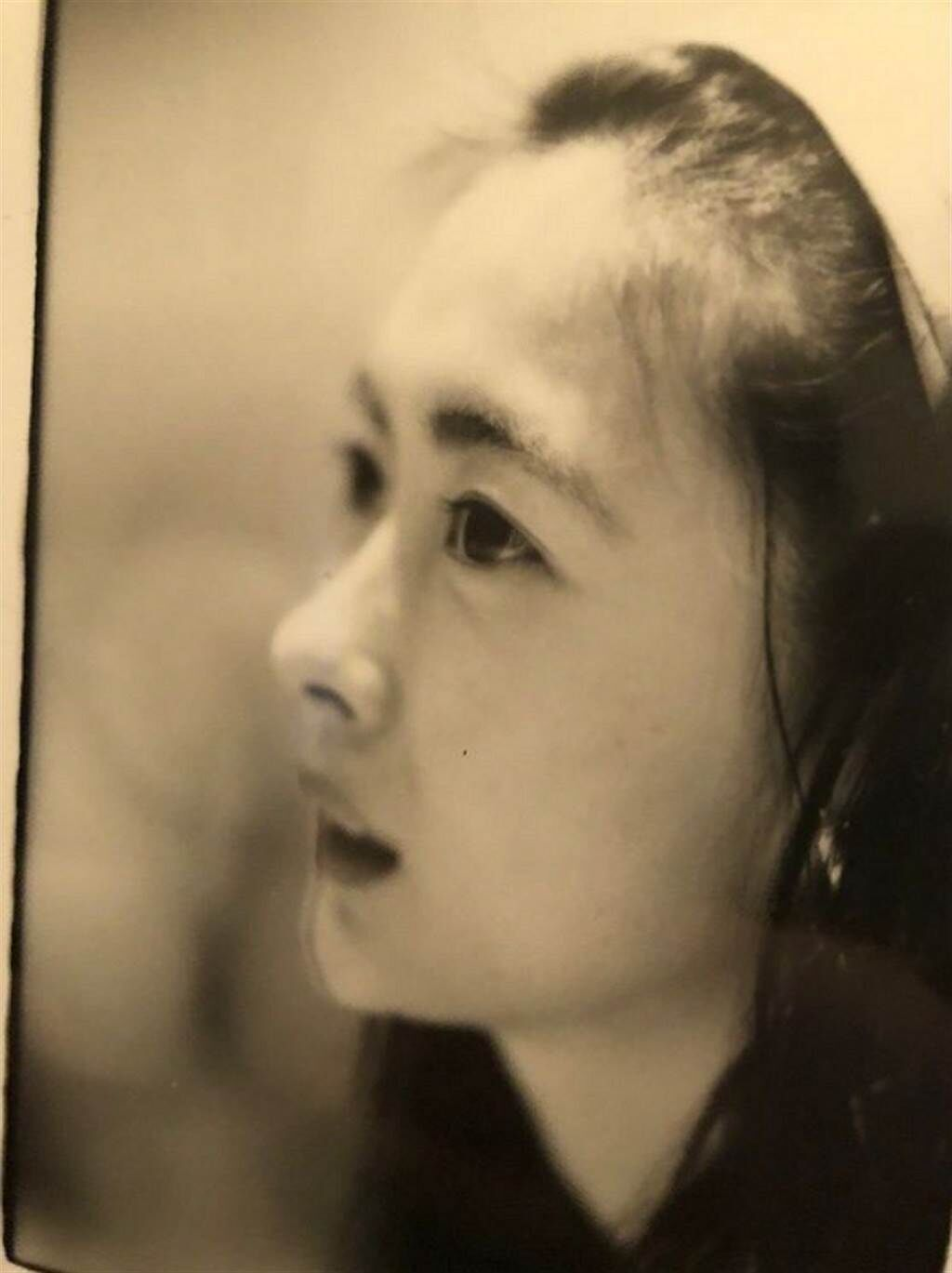 日前中山美穗突然分享一張泛黃的陳年舊照,看著少女感十足的模樣,讓她無奈感嘆「回不去了」。(圖/ 摘自中山美穗IG)