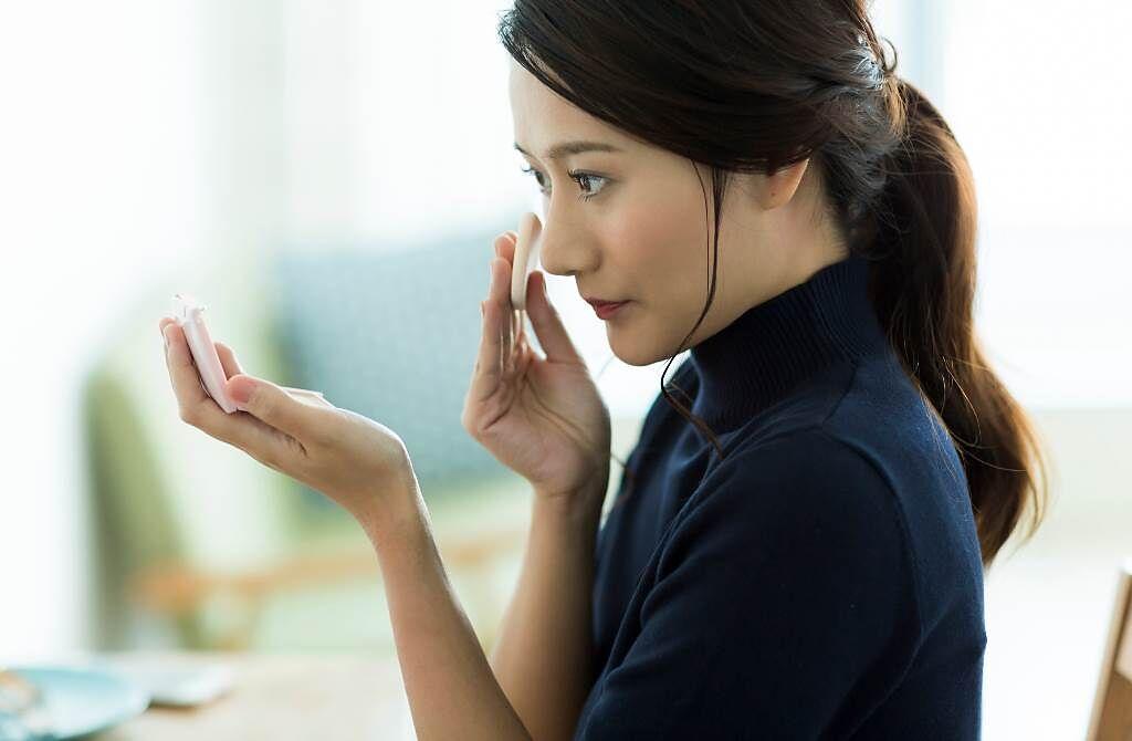 白羊座、雙魚座、天蠍座的女性對自己的外貌最重視,從來不素顏出門。(圖/Shutterstock)