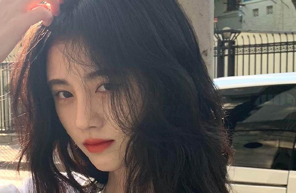 鞠婧禕擁有精緻五官,被封為「4千年一遇美女」。(圖/翻攝自微博)