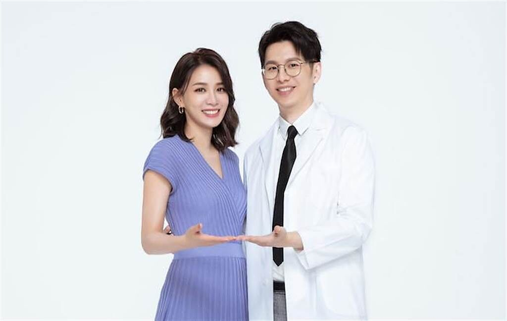 王思平(左)和牙醫師老公今年結婚生女。(普生提供)