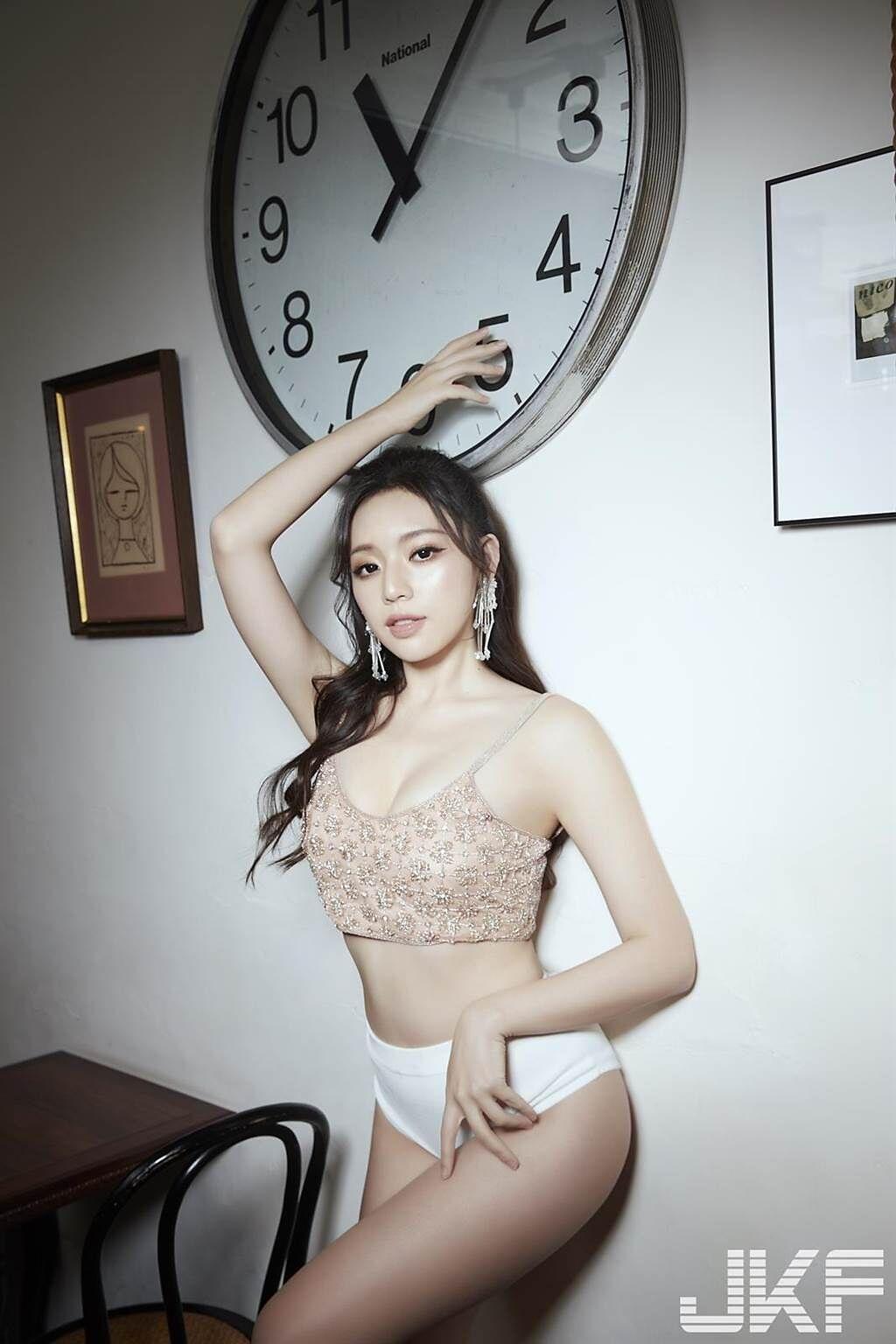 畢業於台藝大的她,有著校花級的高顏值又充滿知性美。 (JKF提供)
