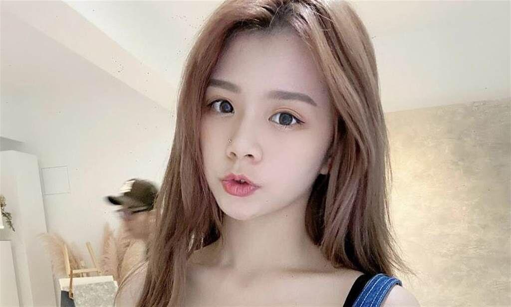 網紅青青曾為JKF女郎,豐滿美胸的體態,擁有大批粉絲喜愛她。(圖/青青 IG)
