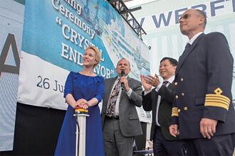 雲頂香港集團麾下  水晶郵輪舉行「水晶奮進號」命名暨擲瓶儀式
