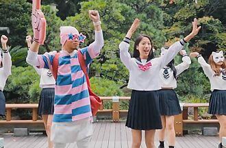 黃明志為東奧製作洗腦歌 和制服正妹學日式英文點閱破億