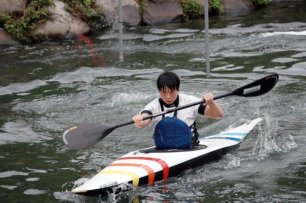 台灣輕艇選手、家住台中太平的張筑涵,即將在周日參加「輕艇激流女子K艇」競賽,這也是輕艇運動在台灣推動30年來,首度可以參加奧運。(何欣純提供/馮惠宜台中傳真)