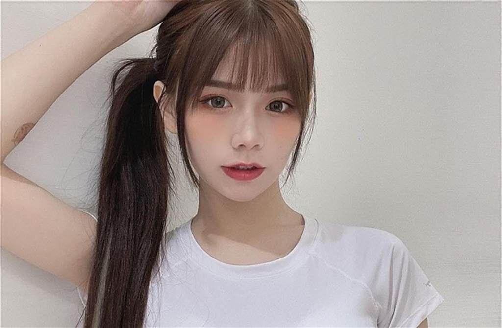 網紅青青憑著甜美臉蛋與火辣身材走紅。(取自青青IG)