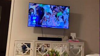 男友揪兄弟看奧運拍照報備 鏡子反射「小三美腿」秒露餡