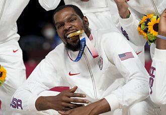 NBA》杜蘭特奪金怒嗆黑粉亂評 詹皇力挺喊你最猛