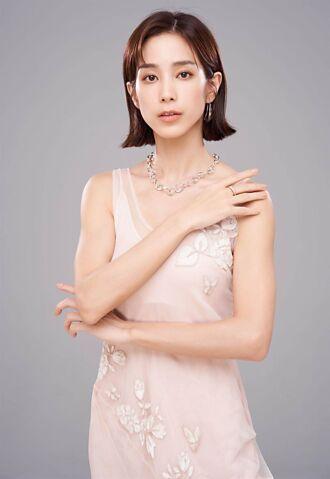 温貞菱在《斯卡羅》展露語文天分 戴喬治傑生添文青時尚