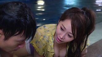 黃露瑤帶「事業線」加入《黃金歲月》 一起泡水男星抖不停