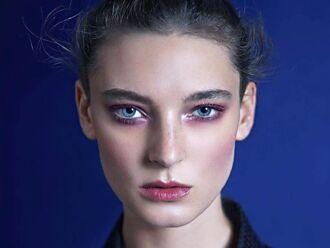 戴口罩首重眼妝 4款眼影盤打造深邃魅力妝容