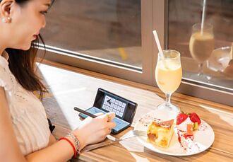 實測Galaxy Z Fold3 5G 升級版摺疊手機體驗 S Pen、Flex模式帶來更完整多工功能