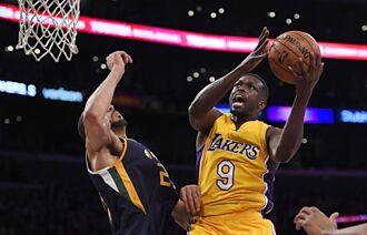 NBA》得分籃板助攻全是0 湖人這球員的薪水比甜瓜還高
